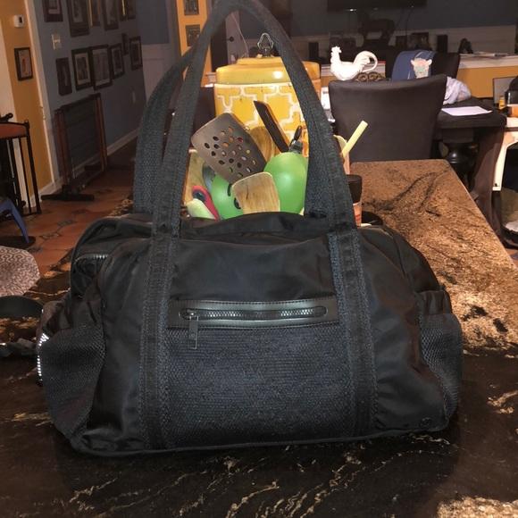 Lululemon black gym bag medium gym bag size